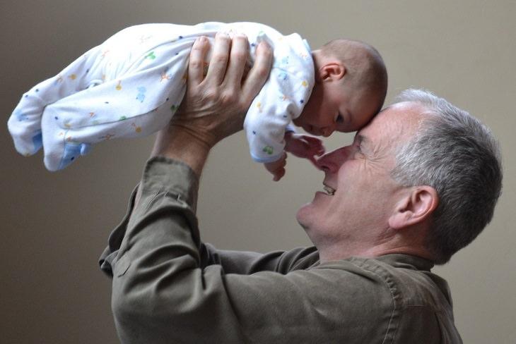 שיר בחרוזים לימים שאחרי הקורונה: סבא ותינוק