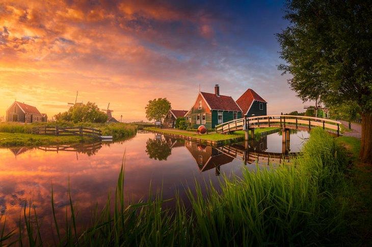 תמונות של הולנד: בית, נהר וגשר בזאנסה סכאנס