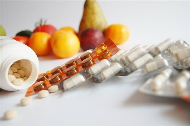 תרופות ללא מרשם רופא שצריך שיהיו בבית: תרופות ופירות