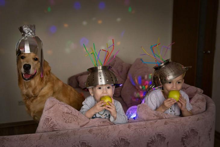 תמונות של אנשים בהסגר: ילדים וכלב בתחפושת של אנשי חלל