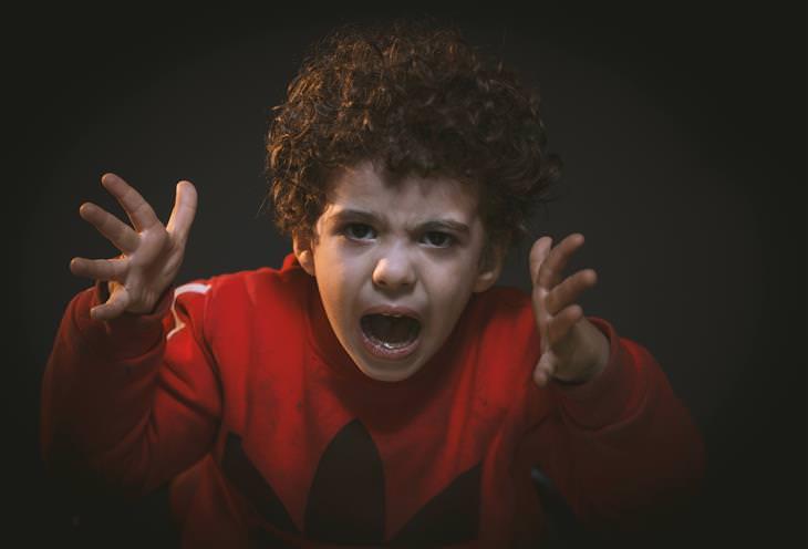 סימנים לילד מפונק: ילד צועק