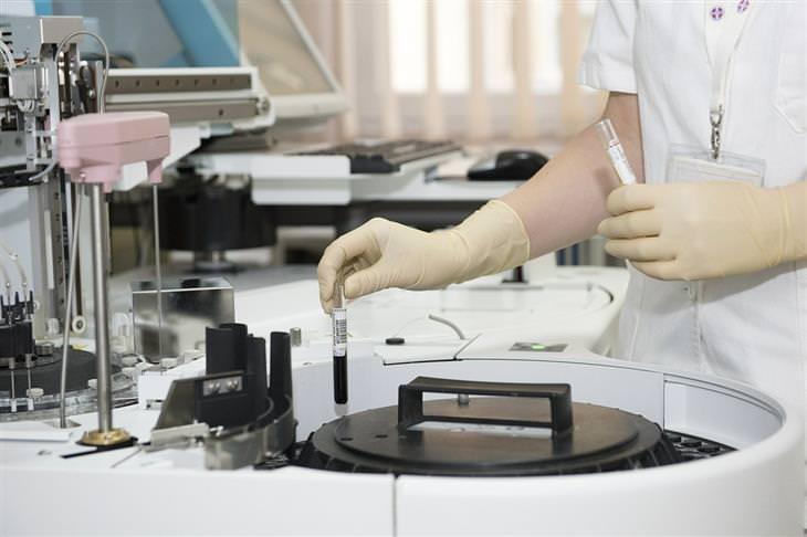 מידע על רמדסיביר: מדענית במעבדה