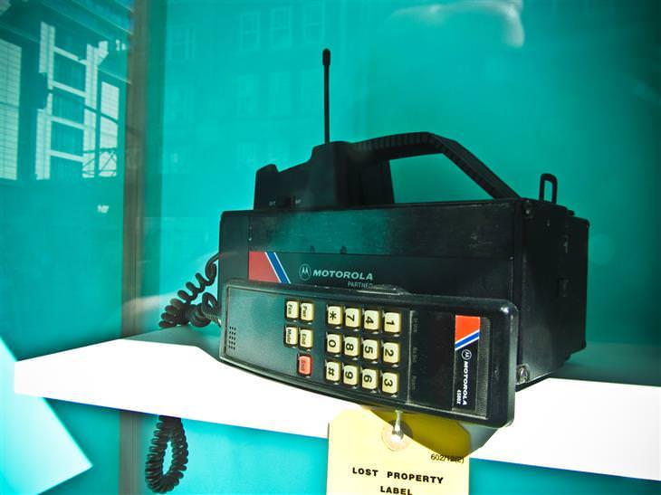 טכנולגיית ה-5g: טלפון סלולרי בטכנולגיית 1g