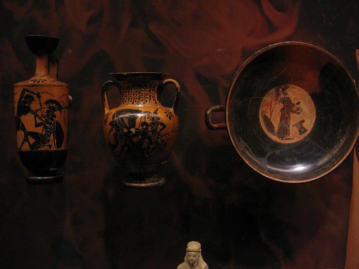 יעדים מומלצים באתונה: תערוכה במוזיאון גולנדריס לאמנות קיקלאדית