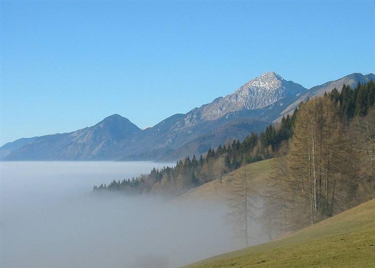 מסלול הליכה בהרי סלובניה: הנוף מעמק קמניצ'קה ביסטריצה