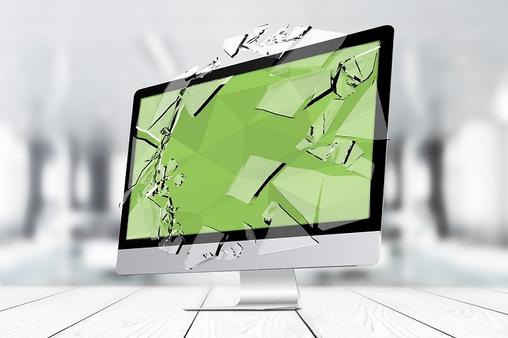 שיטות לתקן מחשב שלא מאתחל את עצמו: מחשב עם מסך ירוק ומנופץ