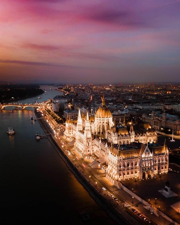 התמונות הזוכות בתחרות תמונות אוויר 2020: שקיעה בבודפשט