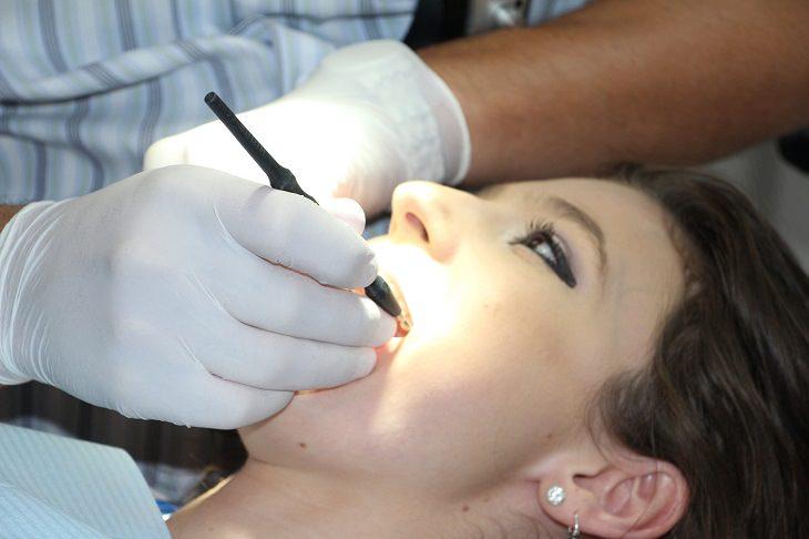 רופאי שיניים מומלצים: טיפול אצל רופא שיניים