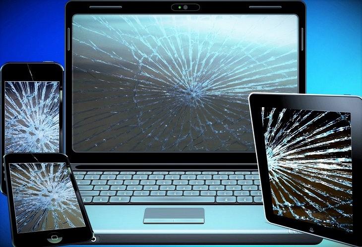 מיתוסים טכנולוגיים שגויים: סמארטפון, טאבלט ומחשב נייד עם מסכים מנופצים