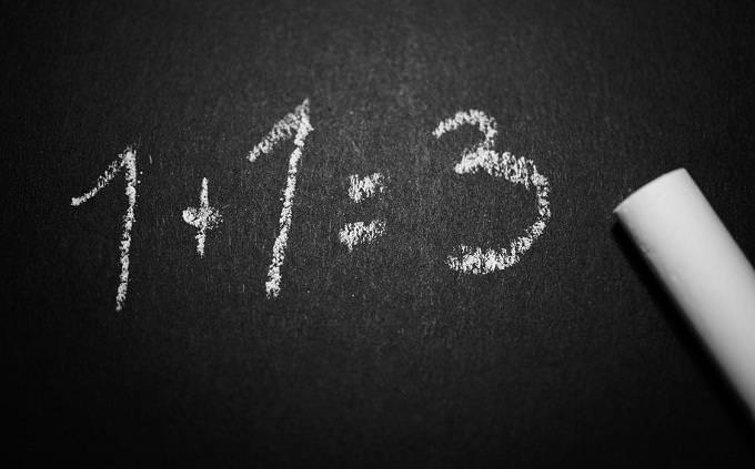 טריווייה בעברית: תרגיל כתוב על הלוח: 3=1+1