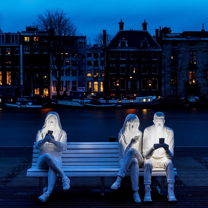 """פסלים מדהימים: """"נספגים על ידי האור"""", מפסטיבל האור באמסטרדם 2018, הולנד"""