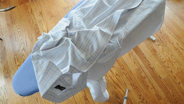 גיהוץ ללא מגהץ: חולצה מקומטת