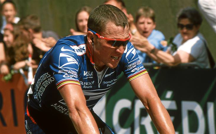 שערוריות ספורטיביות: לאנס ארמסטרונג רוכב על אופניים בתחרות