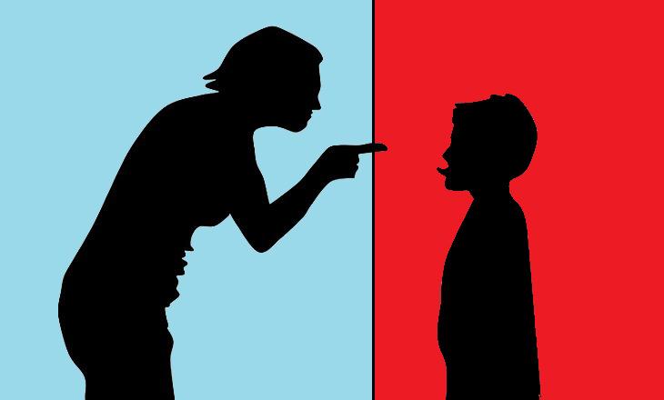 התמודדות נכונה עם ויכוחים בין הורים לילדים קטנים: איור של אמא צועקת על הילד שלה