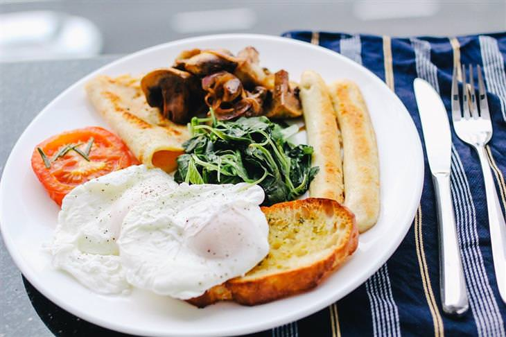מיתוסים על דיאטה: צלחת עם אוכל