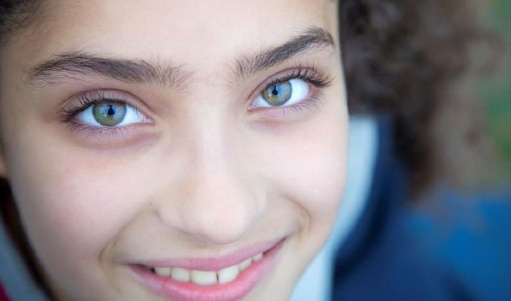 שמירה על הראייה בתקופת הקורונה: ילדה עם עיניים יפות