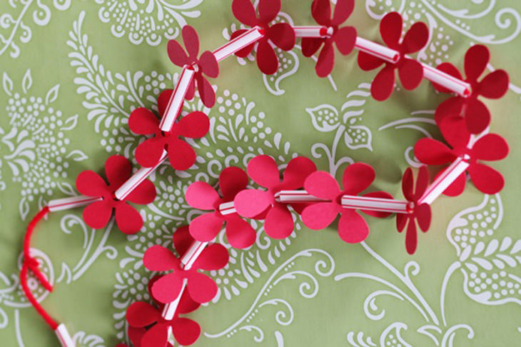 עבודות יצירה קיציות לילדים: שרשרת פרחים
