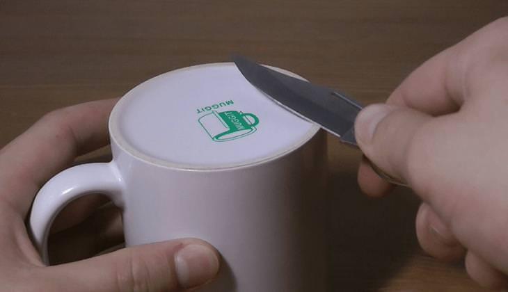 טיפים להשחזת סכינים: השחזת סכין על תחתית של כוס