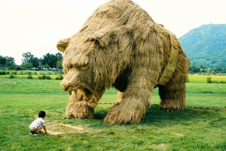 פסלי קש: דוב