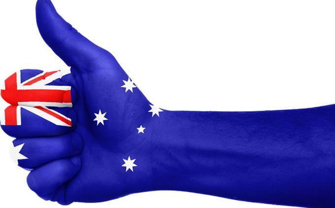 מבחן ערי בירה: יד עם דגל אוסטרליה עליה
