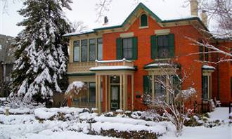בית אדום בשלג
