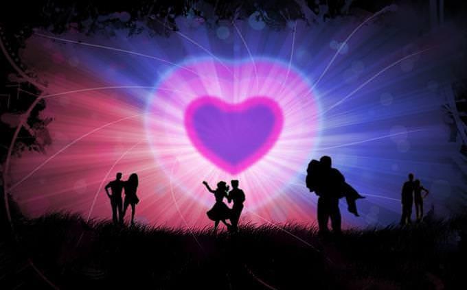 מבחן אישיות: צלליות של זוגות מול לב גדול