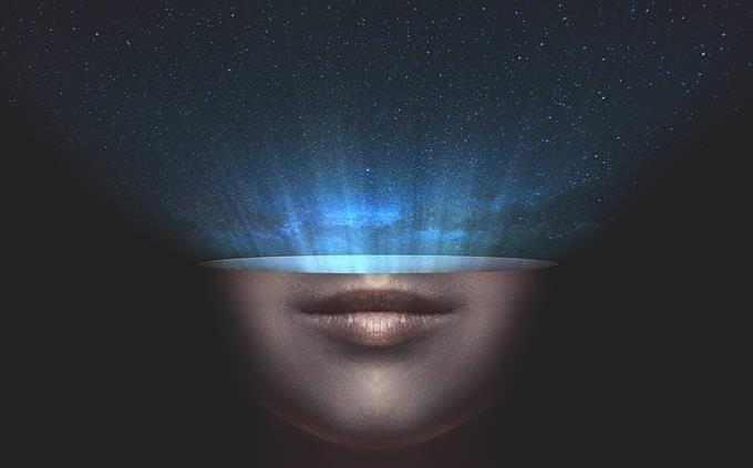 איור גרפי של חצי תחתון של פנים שמי כוכבים