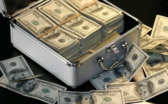 מה עושה אותך מאושר: מזוודה עם כסף