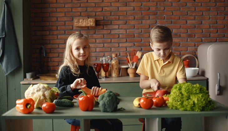 ירקות בריאים לילדים: ילדים במטבח