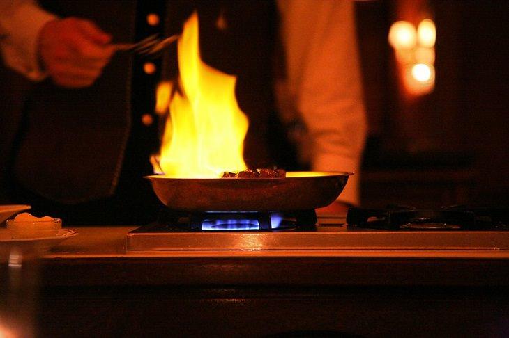 שיטות בישול: מחבת עולה באש