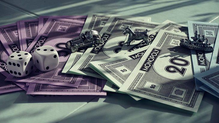 טיפים לילדים על שימוש בכסף לפי גילאים: כלי משחק של מונופול