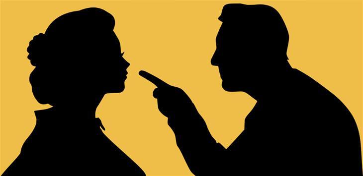 זוגיות בריאה או מזיקה: צללית של גבר גוער באישה
