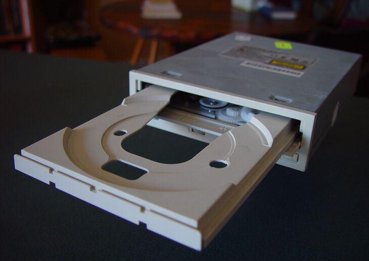 פעולות שמזיקות למחשב שלנו: כונן תקליטורים