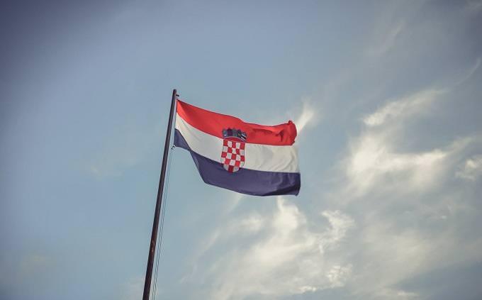 טריוויה ידע כללי: דגל קרואטיה מתונסס על עמוד