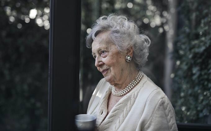 טריוויה ידע כללי: אישה מבוגרת