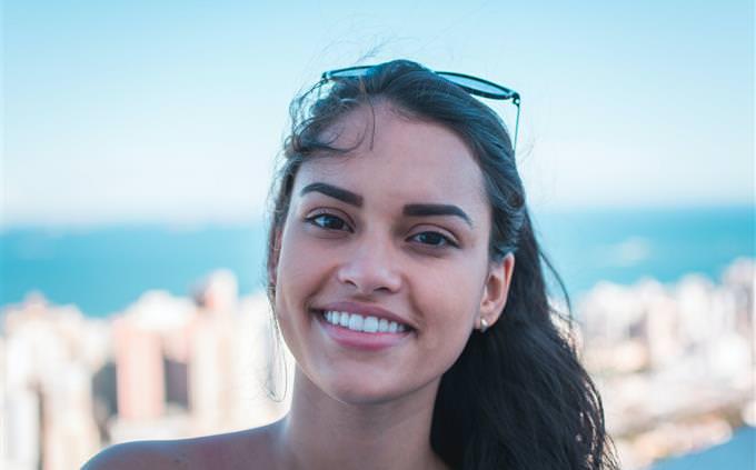 מבחן אישיות על הגיינת הפה: אישה מחייכת