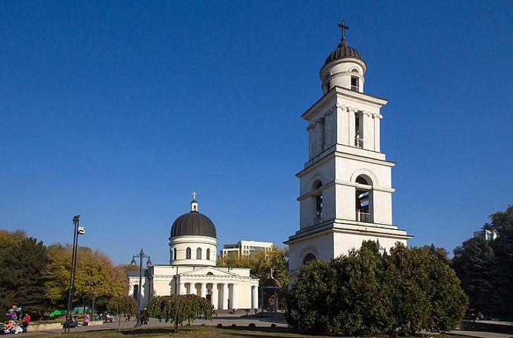 אתרים במולדובה: קתדרלת המולד בכיכר האסיפה הלאומית הגדולה בקישינב