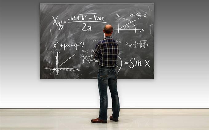 מבחן IQ: גבר מול לוח