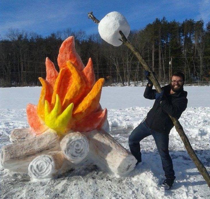 פסלי שלג: מדורה ומרשמלו ענק