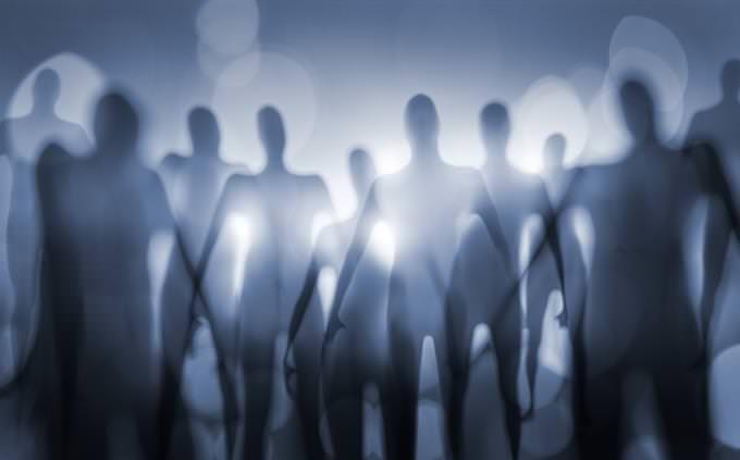 מבחן אישיות - באיזה עולם פנטזיה מתאים לך לחיות: צללים של חייזרים