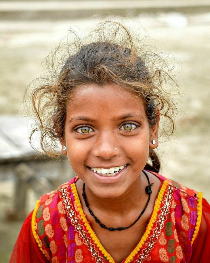 ילדים מרחבי העולם: ילדה הודית מחייכת