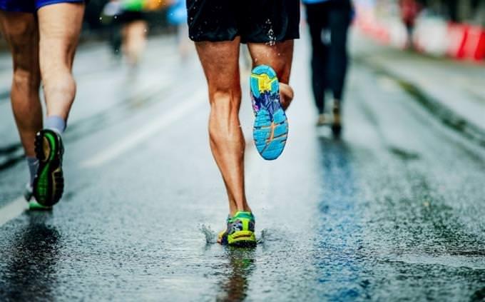 מבחן בלשון עברית: רגליים של אתלטים בעת ריצה