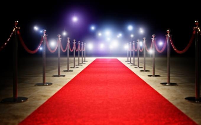 מבחן בלשון עברית: שטיח אדום ואורות נוצצים