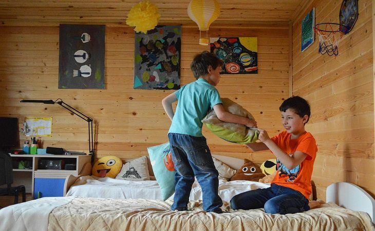5 שלבי התפרצויות זעם של ילדים וטיפים להתמודדות: ילדים רבים