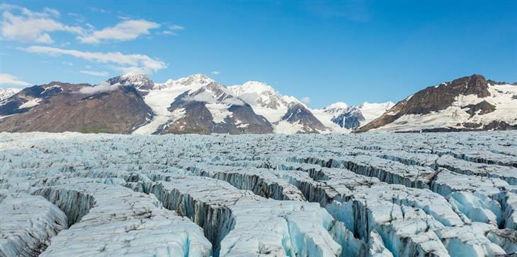 """תמונות יפות: קרחון בפארק הלאומי צ'וגץ' שבאלסקה - ארה""""ב"""