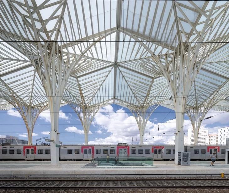 תמונות מרהיבות ממסע רכבת בערי אירופה: תחנת הרכבת בליסבון