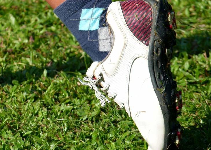 משחק השרוכים: נעל כדורגל עם שרוכים