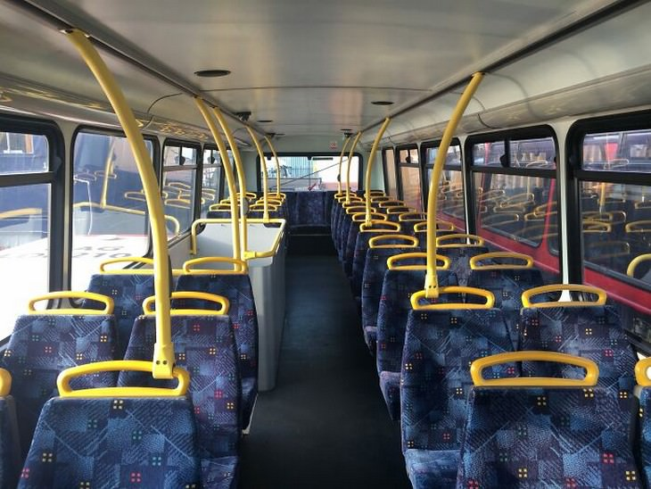 בית באוטובוס קומותיים: מושבי האוטובוס