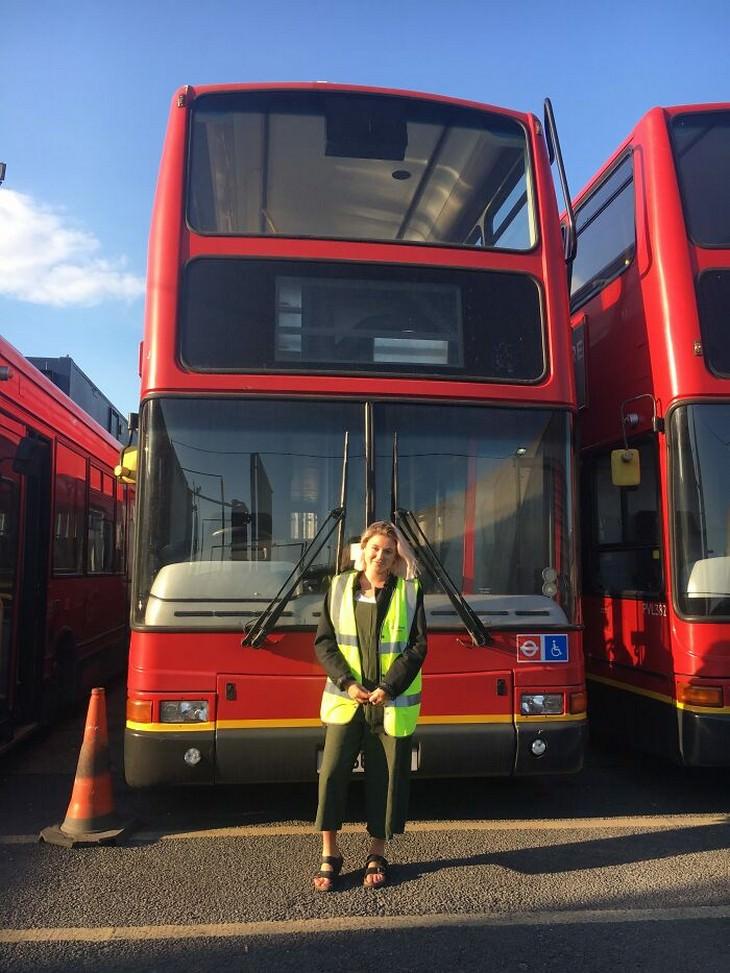 בית באוטובוס קומותיים: צ'רלי מול האוטובוס