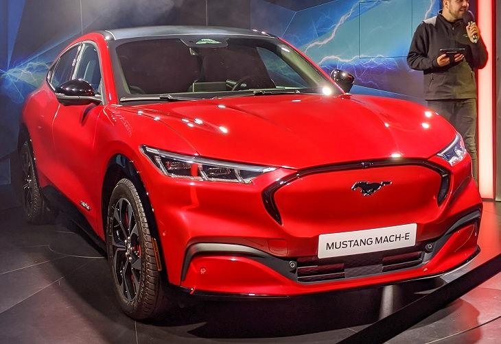 רכבי יוקרה חשמליים: פורד מוסטנג Mach-e